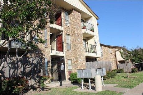 1810 N Garrett Ave Apt 203 Dallas, TX 75206