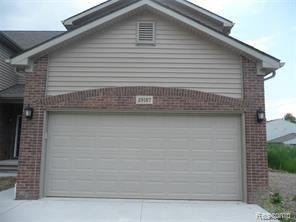 29167 Timber Woods Dr, Chesterfield, MI 48047