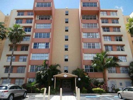 9001 Sw 77th Ave Apt C308 Miami, FL 33156