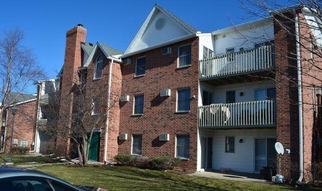1332 Cunat Ct Apt 3D, Lake in the Hills, IL 60156