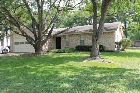 2400 Burly Oak Dr, Austin, TX 78745