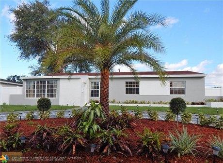 835 NE 174th St, Miami, FL 33162