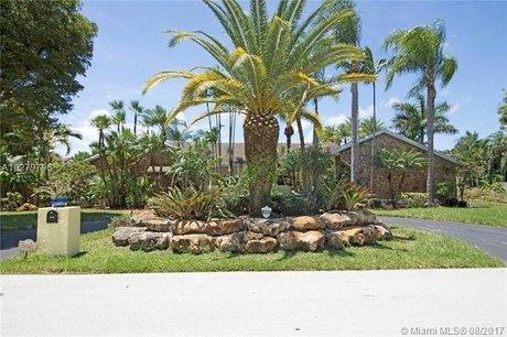 10301 SW 144th St, Miami, FL 33176