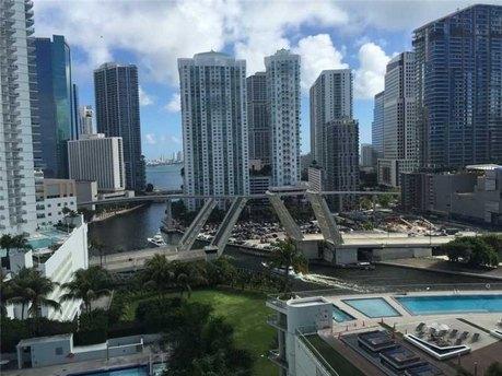 90 Sw 3rd St Apt 1813 Miami, FL 33130