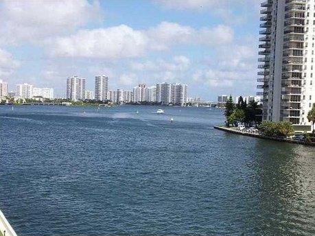 4000 NE 169th St Apt 406, North Miami Beach, FL 33160