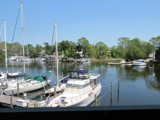 300 Yacht Club Dr Unit 9, Niceville, FL 32578