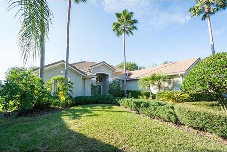 18128 Courtney Breeze Dr, Tampa, FL 33647