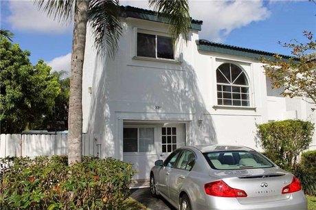 331 Ne 212th St Miami, FL 33179