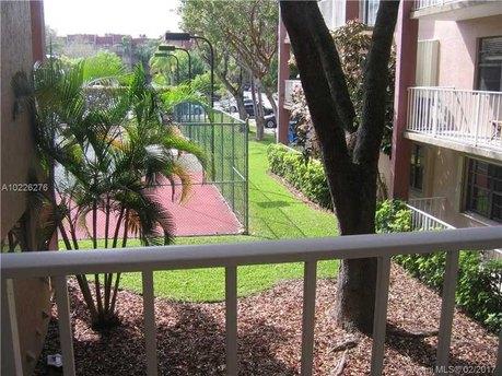 9301 Sw 92 Ave Unit 208c Miami, FL 33176