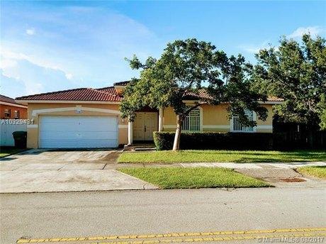 12403 SW 215th St, Miami, FL 33177