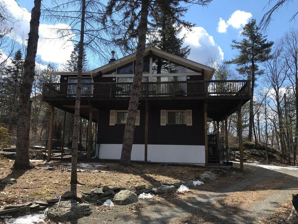 805 Long Ridge Ct W, Lords Valley, PA 18428