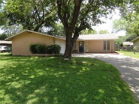909 Meadow View Dr, Richardson, TX 75080