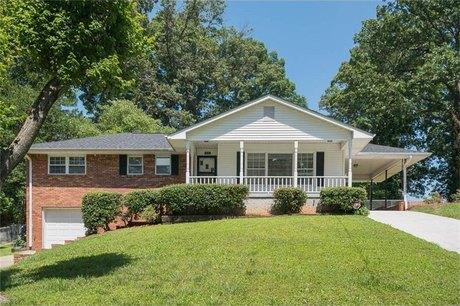 2325 Elmwood Cir SE, Atlanta, GA 30339