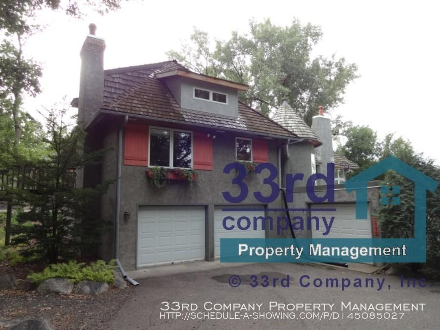 2112 Sheridan Hills Rd, Wayzata, MN 55391