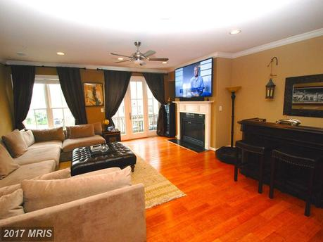2613 Lighthouse Ln, Baltimore, MD 21224