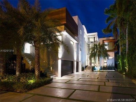 1374 S Venetian Way, Miami Beach, FL 33139