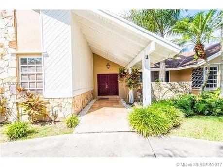 10041 SW 142nd St, Miami, FL 33176