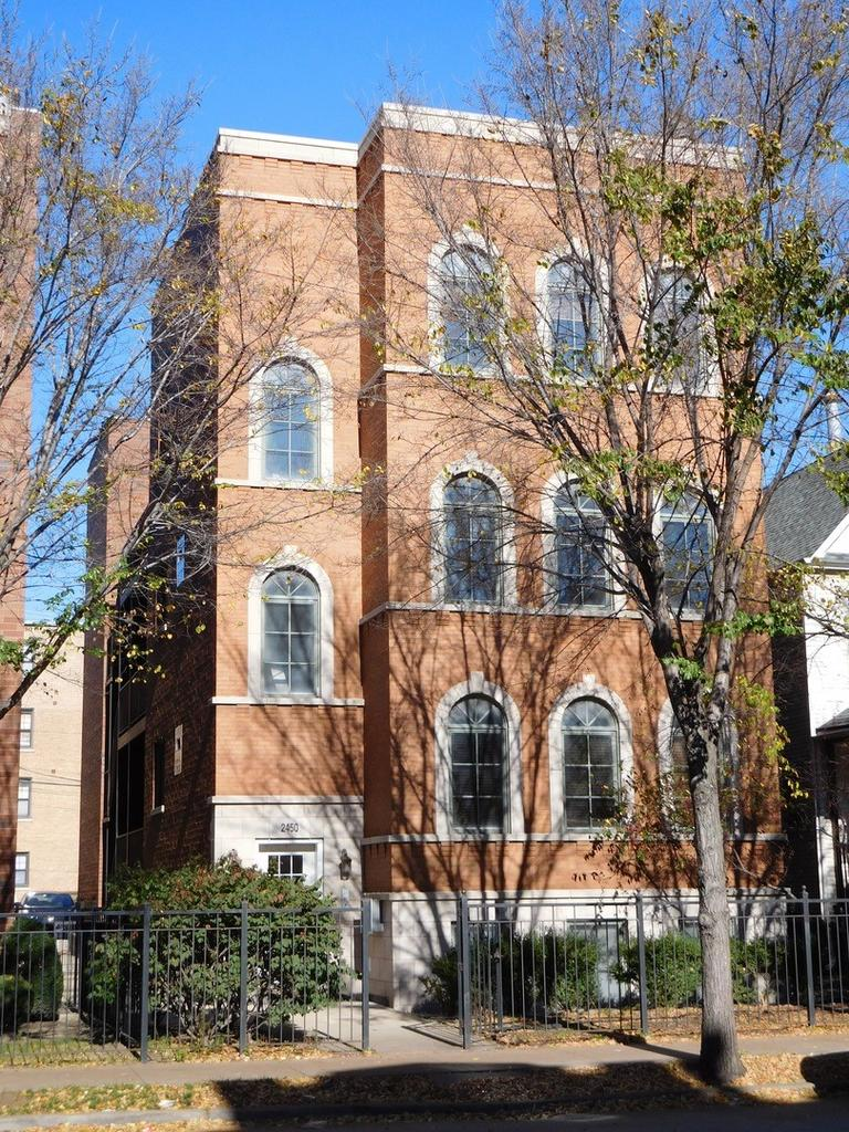 2450 W Foster Ave Apt 3, Chicago, IL 60625