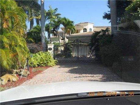 455 Center Island Dr, Golden Beach, FL 33160