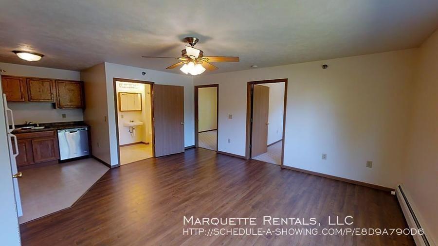 1007 W Ridge St, Marquette, MI 49855