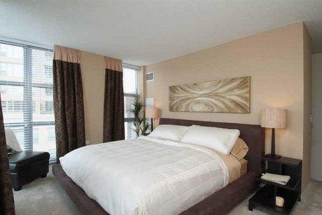180 Jefferson Bedrooma St Unit 1 Chicago, IL 60661