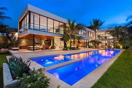 1142 N Venetian Dr Miami Beach, FL 33139