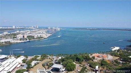 244 Biscayne Blvd Apt 3702, Miami, FL 33132