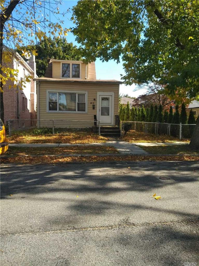 84-57 266th St, Floral Park, NY 11001