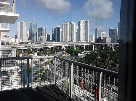 10 Sw South River Dr Apt 811 Miami, FL 33130