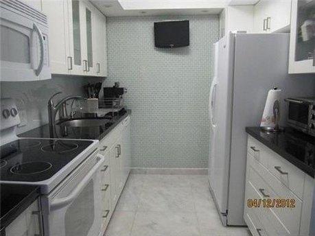 3675 N Country Club Dr Apt 104, Aventura, FL 33180