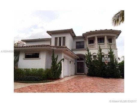 238 S Island Dr Golden Beach, FL 33160