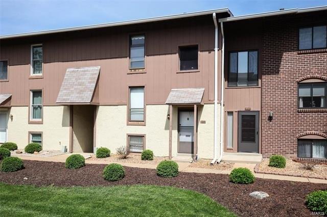 188 Carmel Woods Dr, Ellisville, MO 63021