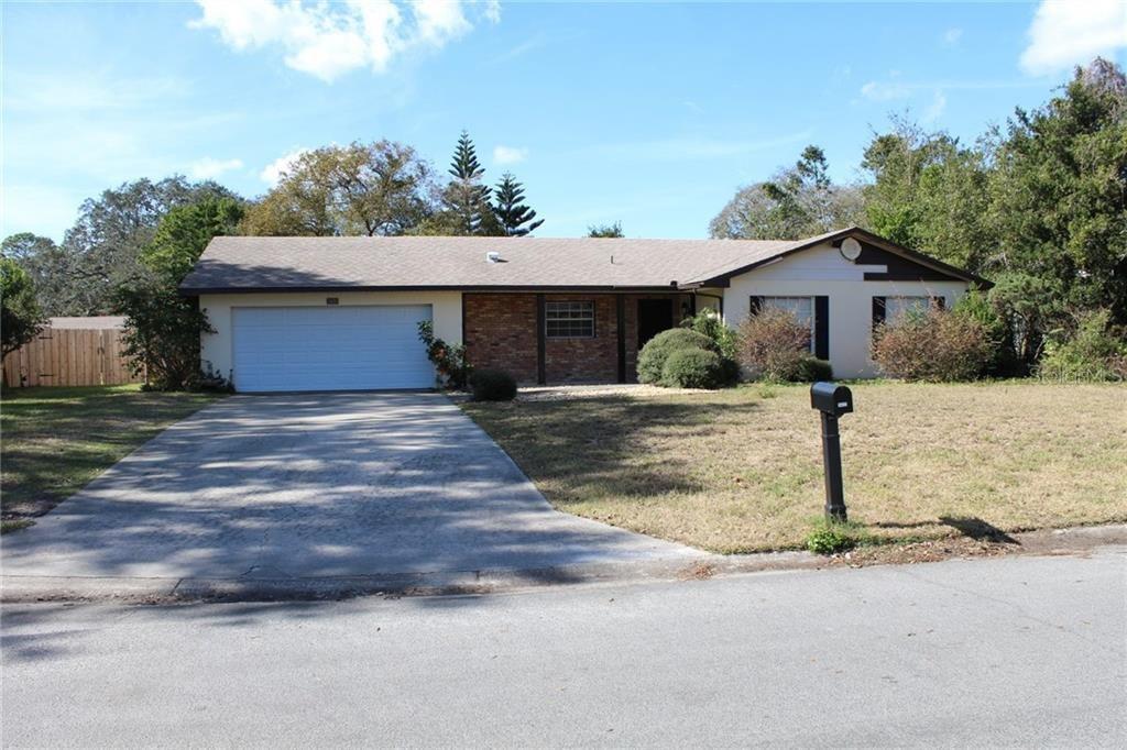 3420 Laurel Dr, Mount Dora, FL 32757