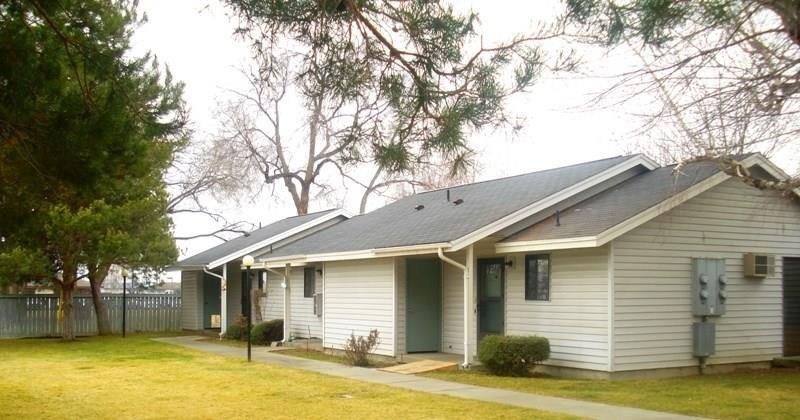906 S 4th St, Sunnyside, WA 98944