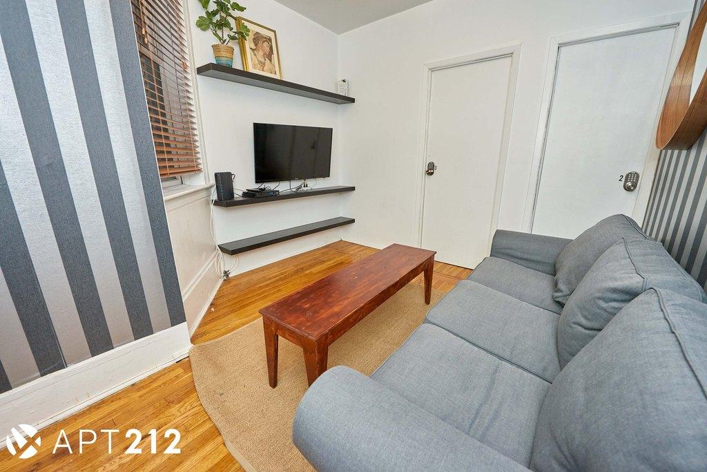 158 1st Ave Unit 4A, Manhattan, NY 10009