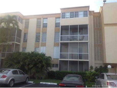 9159 SW 77th Ave Apt 301, Miami, FL 33156