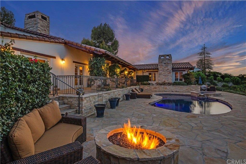 18 Portuguese Bend Rd, Rolling Hills, CA 90274