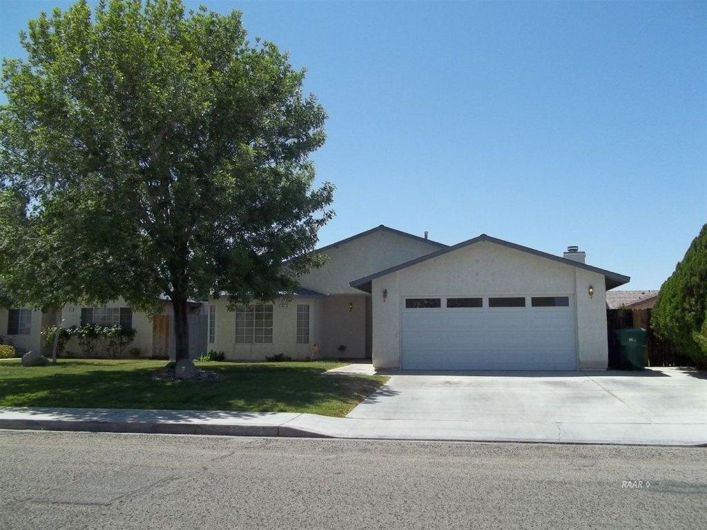 925 W Tamarisk Ave, Ridgecrest, CA 93555