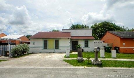 19318 SW 118th Pl, Miami, FL 33177