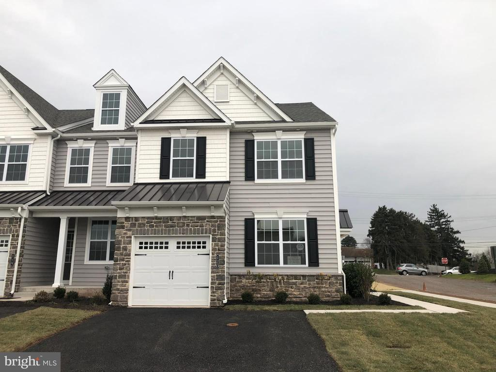120 Woodwinds Dr, Collegeville, PA 19426
