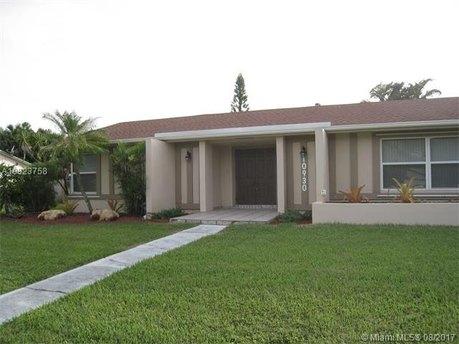 10930 SW 124th Rd, Miami, FL 33176