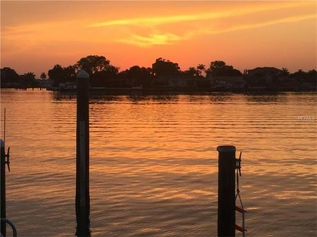 670 Sunset Dr S Saint Petersburg, FL 33707