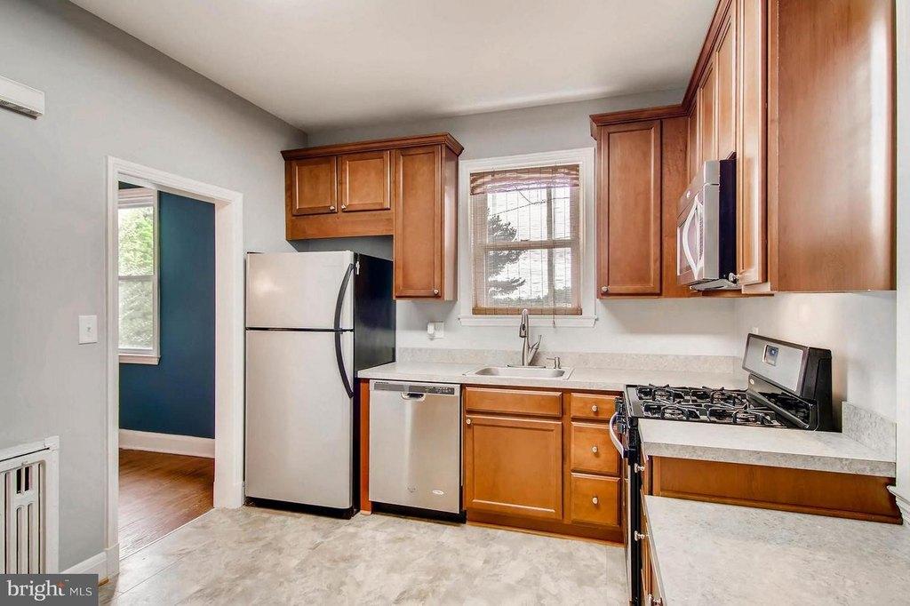 302 Kingston Rd, Baltimore, MD 21229