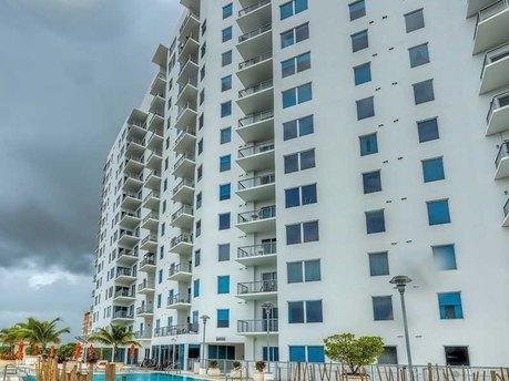 10 SW South River Dr Apt 1714, Miami, FL 33130