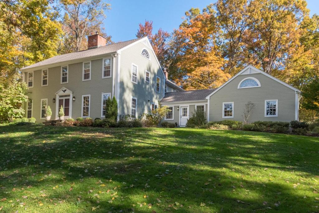 7 Hunt Rd, Darien, CT 06820
