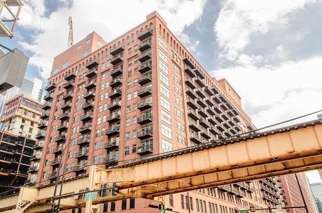 165 N Canal St Apt 911 Chicago, IL 60606