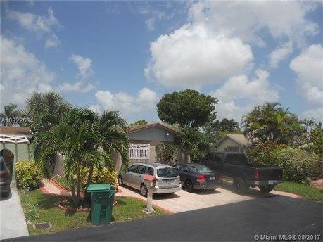 2204 SW 106th Ct, Miami, FL 33165