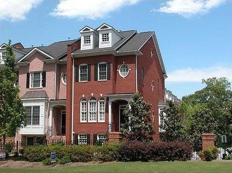 2586 Brookhaven Chase Ln Ne Atlanta, GA 30319