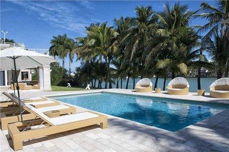 98 Lagorce Cir Miami Beach, FL 33141