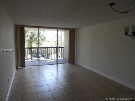 10835 SW 112th Ave Apt 304, Miami, FL 33176